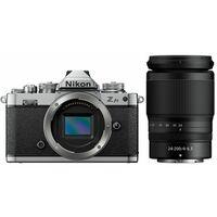 Für weitere Info hier klicken. Artikel: Nikon Z fc + Nikon 24-200 mm f/4,0-6,3 VR